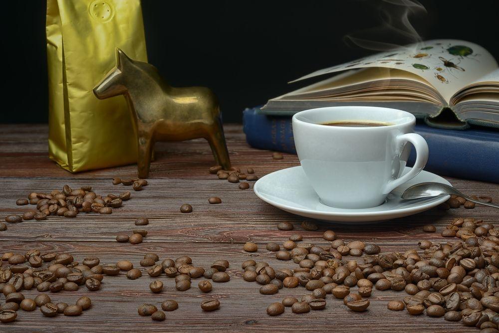 Кофе в зернах, в коричневой упаковке - 2